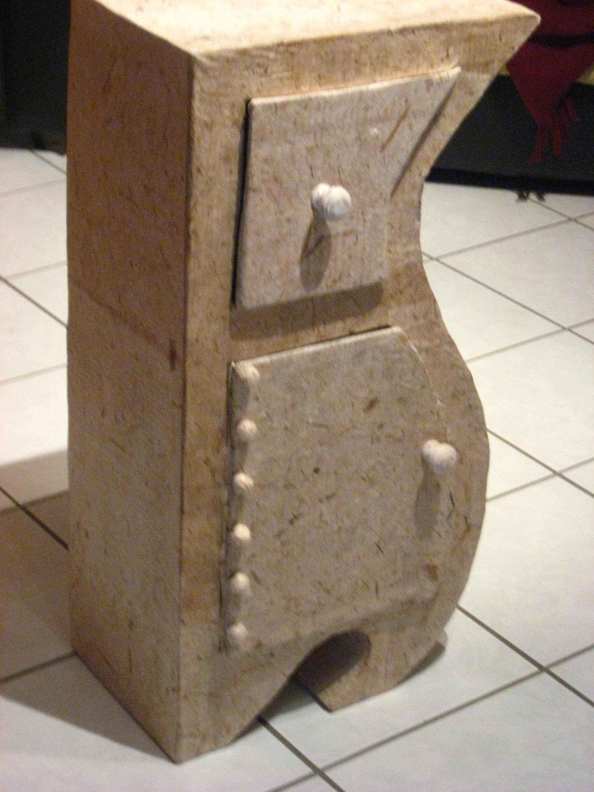 preteatoutfaire table de chevet aussi en carton. Black Bedroom Furniture Sets. Home Design Ideas